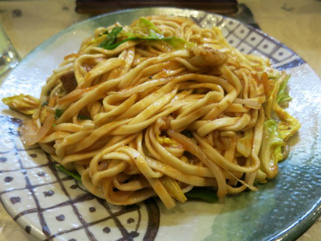 画像2: 前回紹介した東京カオソーイが、タイと沖縄のフュージョン的なお店だったのを受けまして、今週は沖縄料理店の焼きそばを3軒ご紹介したいと思います。まずは個人的に行きつけのお店から。 野方駅のすぐ南に、琉球茶屋くわっちーという沖 ... 続きを読む → yakitan.info