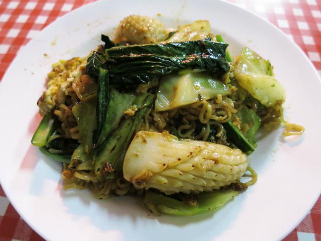画像2: タイの焼きそば特集、3週目。今週はお米以外を原料とした麺を使った焼きそばをご紹介します。 先週・先々週にご紹介した通り、タイの焼きそばというとパッタイを筆頭にお米が原料の麺を使うのが一般的だ。福建語で「粿條(クエティオウ ... 続きを読む → yakitan.info