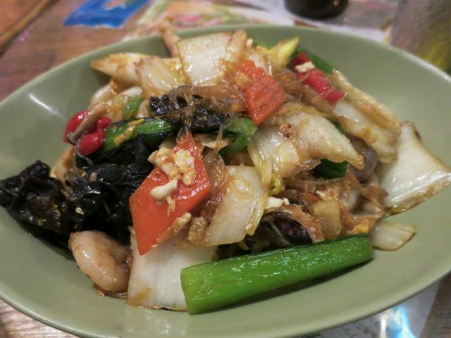 画像2: 麺の原料は米や小麦だけではない。でんぷんを使った春雨もある。タイの春雨は「ウンセン(วุ้นเส้น)」と呼ばれる。サラダに使えばヤムウンセン、炒めればパッウンセン(ผัดวุ้นเส้น/Pad Woon Sen)。春 ... 続きを読む → yakitan.info