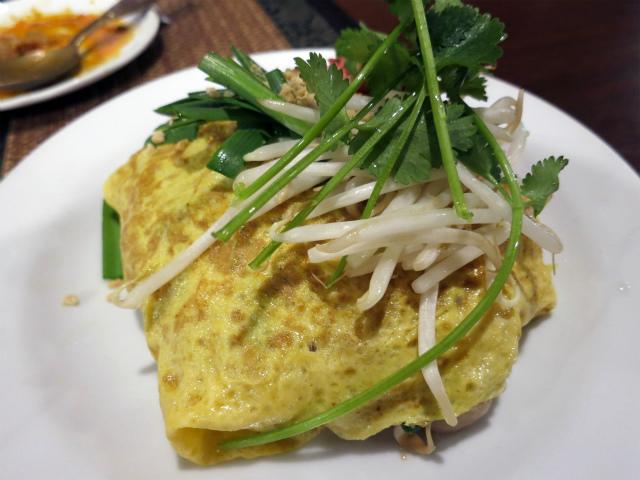 画像2: タイの焼きそば特集、4週目! 今週は変わり種の焼きそばを3つご紹介して、特集の〆といたします。 タイの焼きそばとして有名なパッタイには、オムそば風のバリエーションもある。それを食べに訪れたのは新大久保にあるタイ料理店、ク ... 続きを読む → yakitan.info