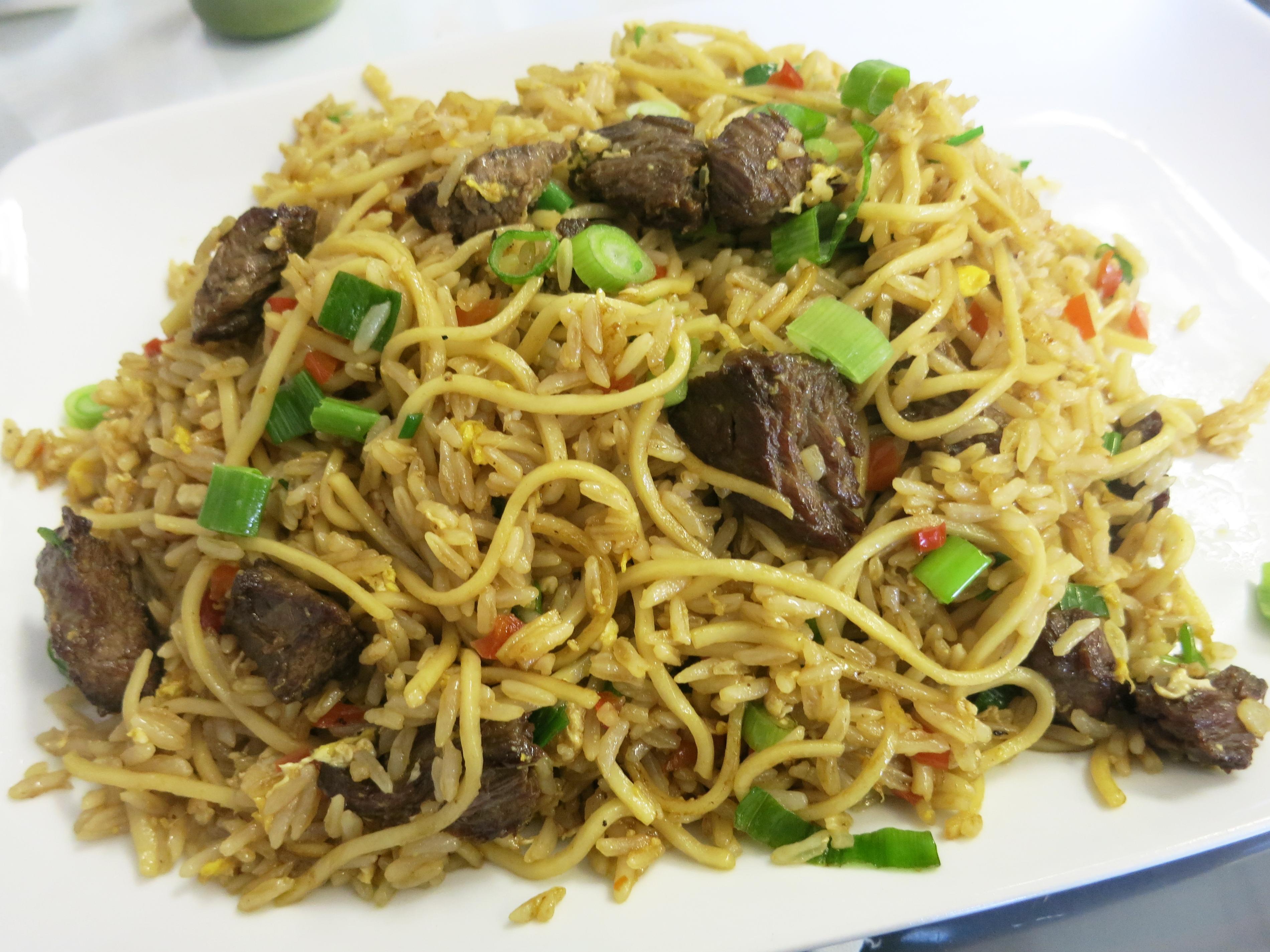 画像2: 以前、五反田のアルコイリスというペルー料理店の記事で、「チーファ(Chifa)」という料理ジャンルを紹介したことがある。ペルーなど南米諸国の現地の料理と、中国移民がもたらした調味料や技法が融合し、独特な中華料理として結実 ... 続きを読む → yakitan.info