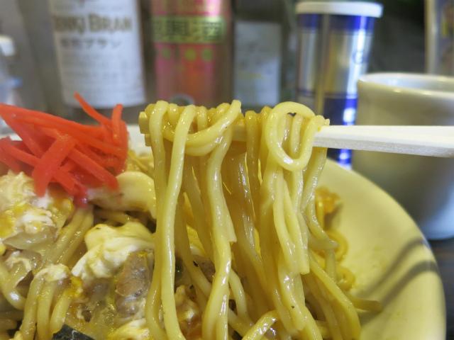 シコシコ食感のストレート麺もピッタリマッチ