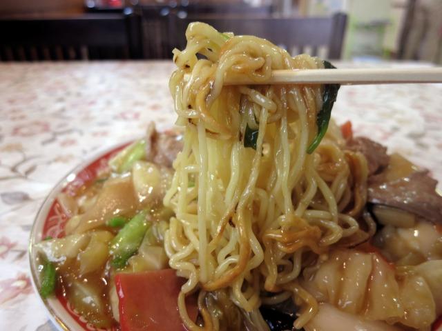 中細麺に醤油ベースの熱々餡