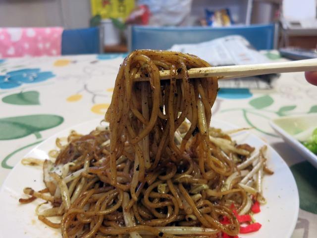 もっちりした歯応えの中太麺