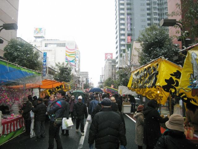 市街中心部は山形初市の縁日で賑わっていた