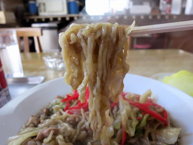 熱々モチモチの幅広麺