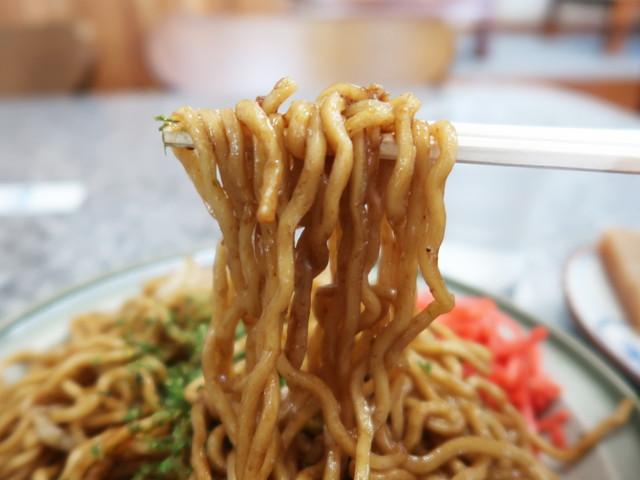 モチモチ太麺に濃厚なソース
