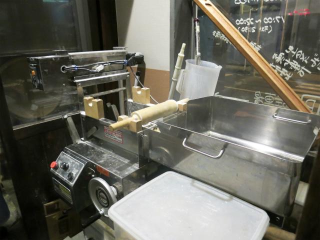 入った眼の前に製麺機