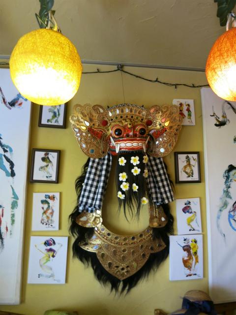 壁には聖獣バロンの仮面が