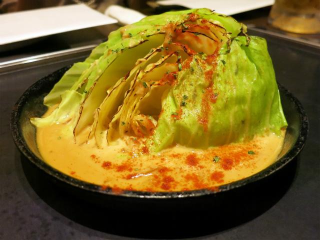 焼きキャベツのクリーミーポルチーニ茸ソース 580円