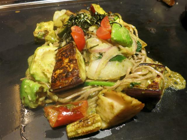 アボカド黒焼きそば 野菜ミックス 1180円
