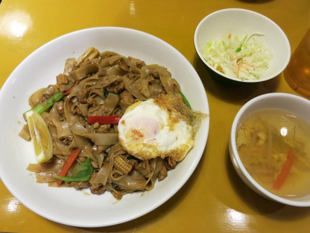 辛口太麺焼ビーフン(パッキーマオ) 880円