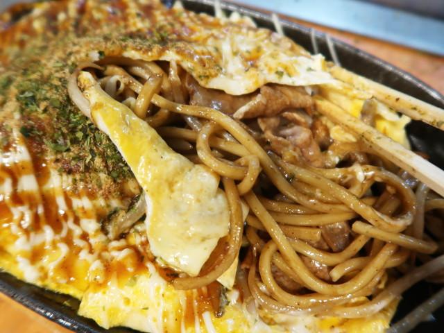モチモチ太麺と濃厚ソース