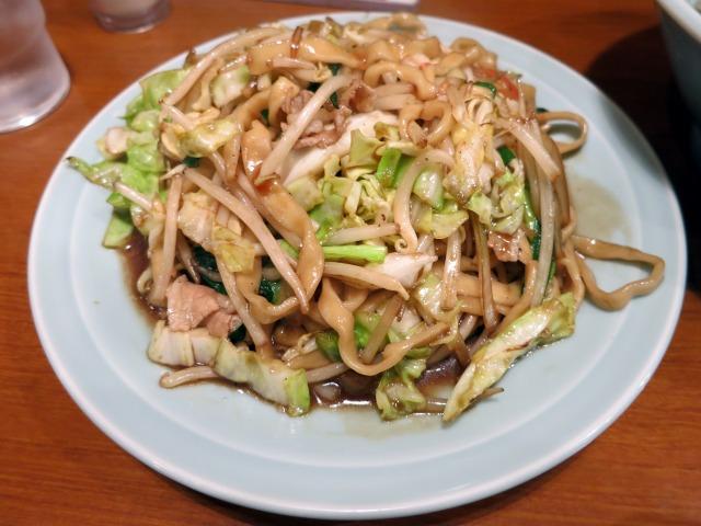自家製の極太麺が特徴的な焼きそば