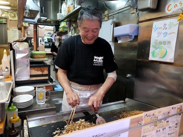 元若月店主、竹内次作氏が自ら焼きます