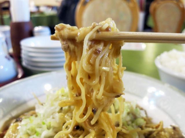 挽き肉と微塵切りの中国漬物が味わい深い