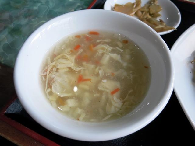 付け合せのスープでほっと一息