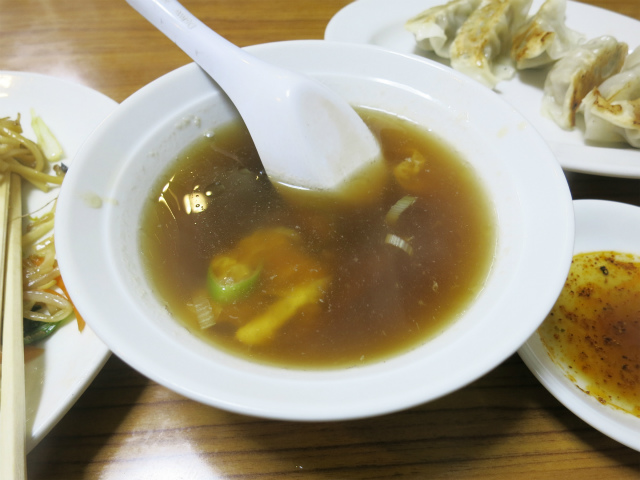 ゴマと干し椎茸風味のスープも美味しい