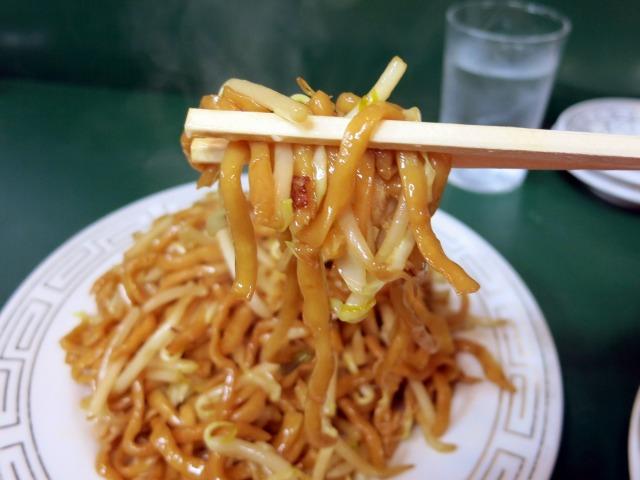 モチモチの平打ち太麺が美味い