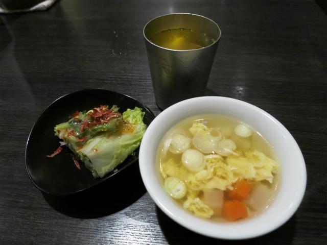 ランチには生春巻きとスープがついてきます