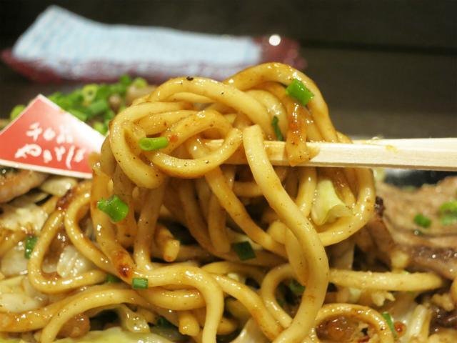 大阪・太陽製麺所の特注麺を使用