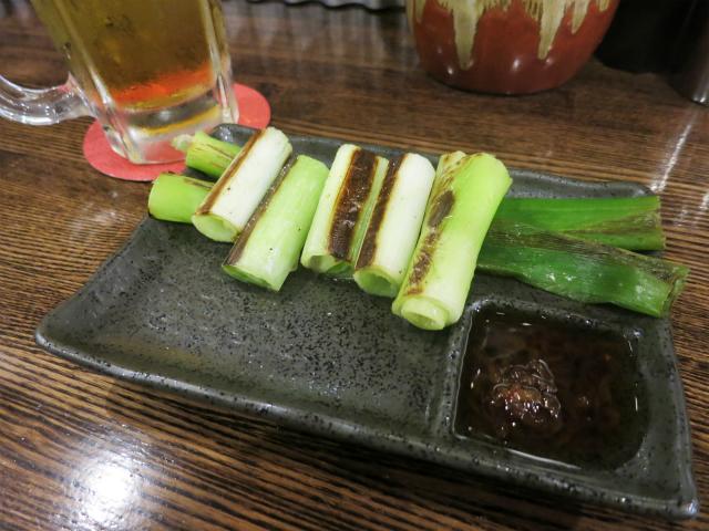 生ビール(350円)と葱の一本焼き(180円)