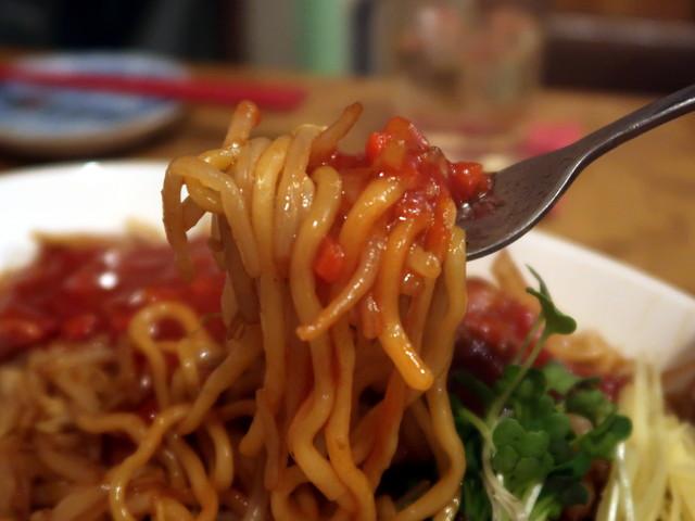 フォーク&太麺&トマトソース