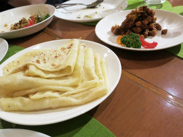 ひよこ豆とハールマッソー(干した小魚)のテルダーラー(炒め和え)