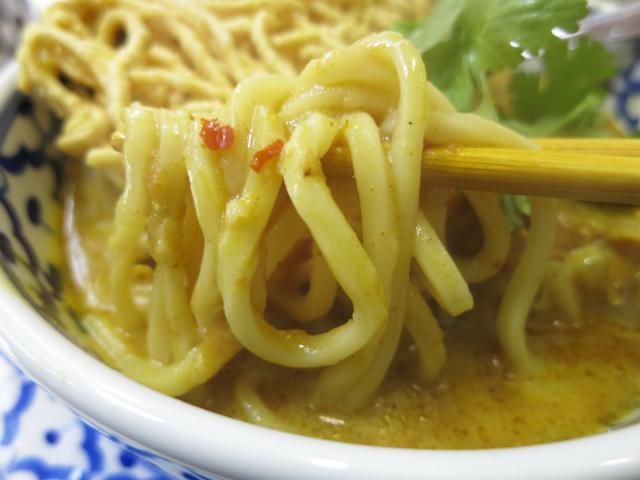 スープ入りの柔らかい麺がメイン