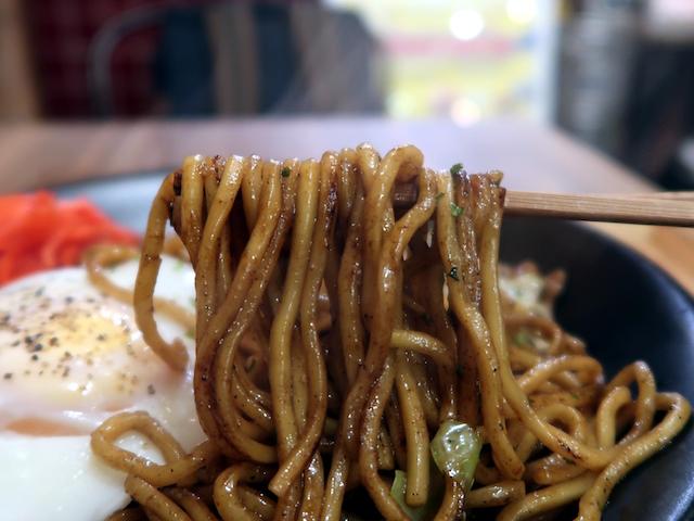 三河屋製麺謹製のモチモチ太麺