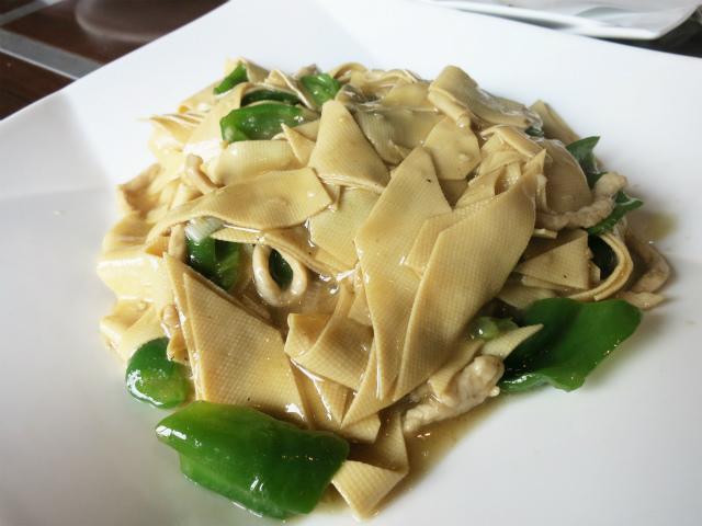干し豆腐と青唐辛子炒め