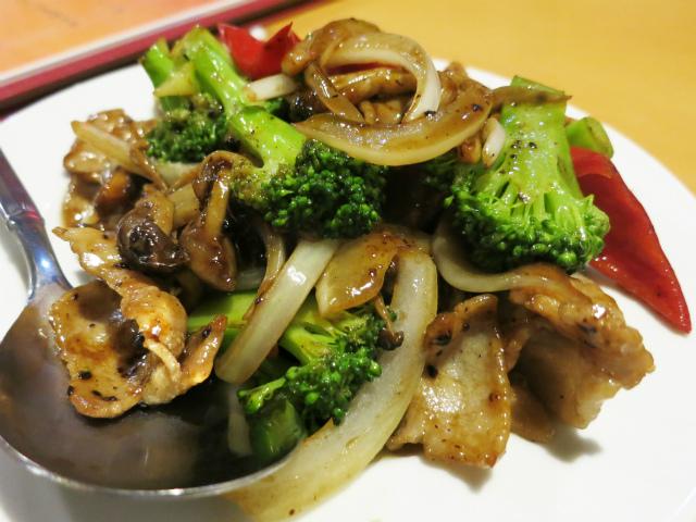 豚肉とブロッコリーの黒豆炒め