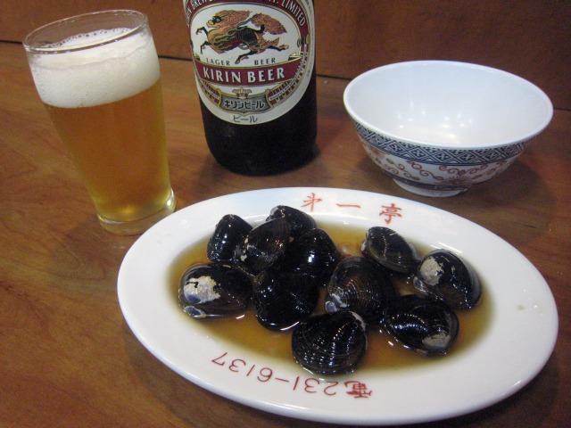 しじみ醤油漬600円と瓶ビール550円