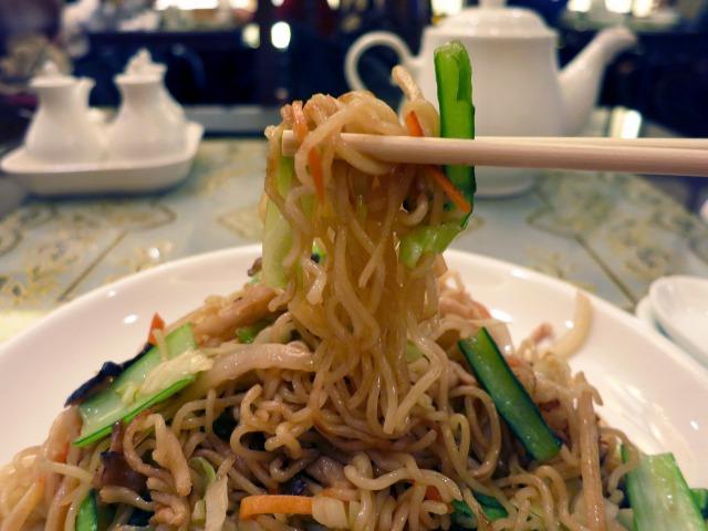 薄っすら上品な味付けの上海焼きそば