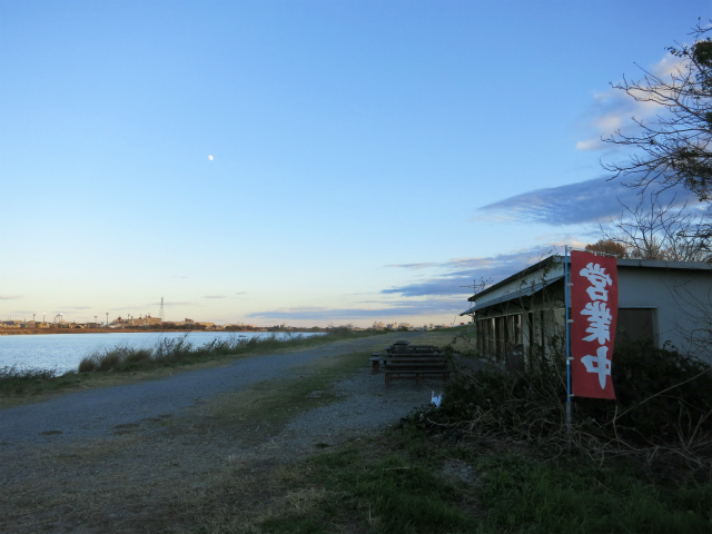 稲田堤 多摩川河畔 たぬきや