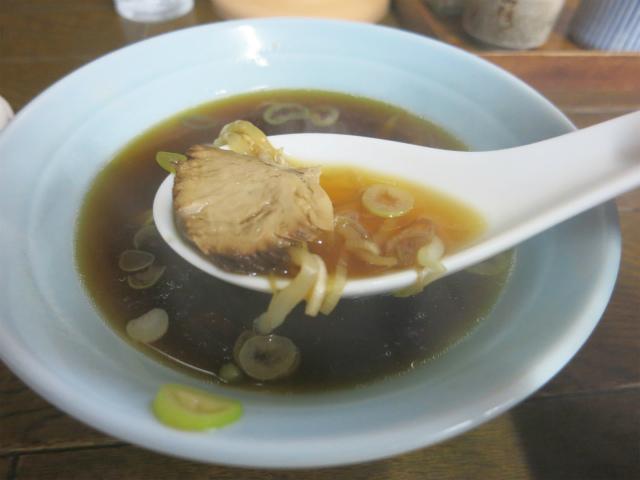 醤油の香りが立つスープも美味し
