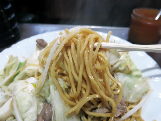 蒸し麺の食感と羊肉独特の風味が癖になる