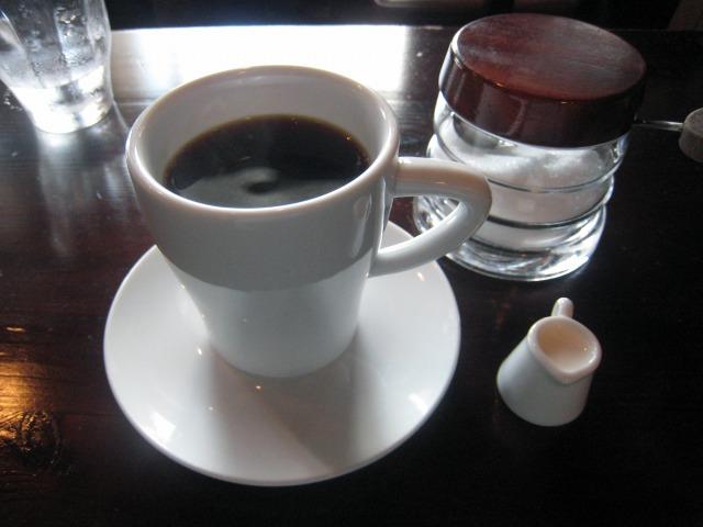 食後はブレンドコーヒーを一服