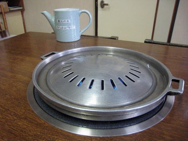 独特のジンギスカン鍋に魔法の水