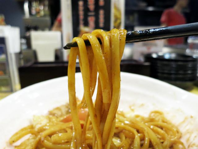 麺は平打ちパスタのリングイネを使用