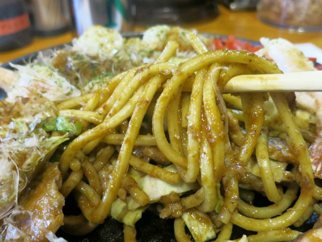 モチモチ、シコシコの茹でたて太麺