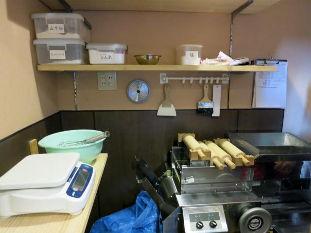 店の奥には製麺機も
