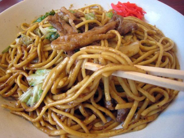 太麺に味噌ダレがよくなじみます