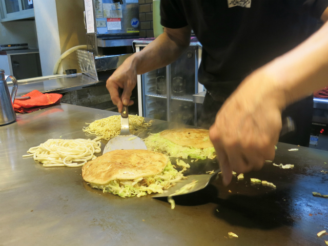 炒めた麺に本体を合体