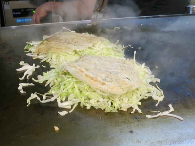 肉と野菜を蒸し焼きに