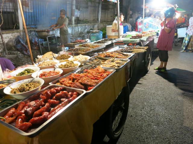 ラオス料理だけでなく中華系の料理もあり