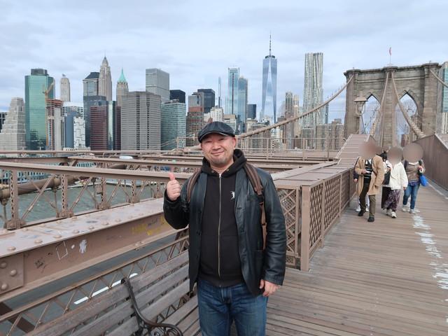 ニューヨーク、ブルックリン橋にて