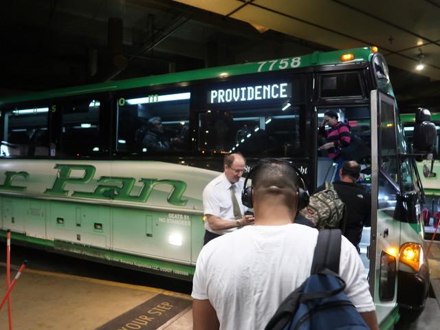 プロビデンスのバスでフォールリバーへ