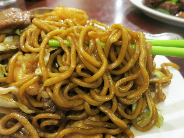 モチモチの太麺が美味しい