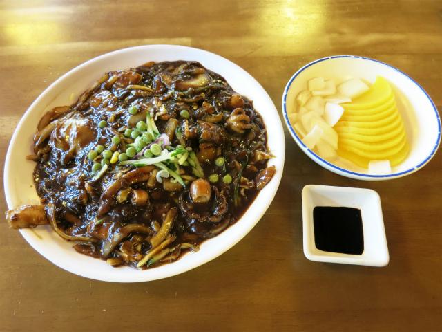 海鮮大皿ジャージャー麺(해물쟁반짜장) ₩7,000